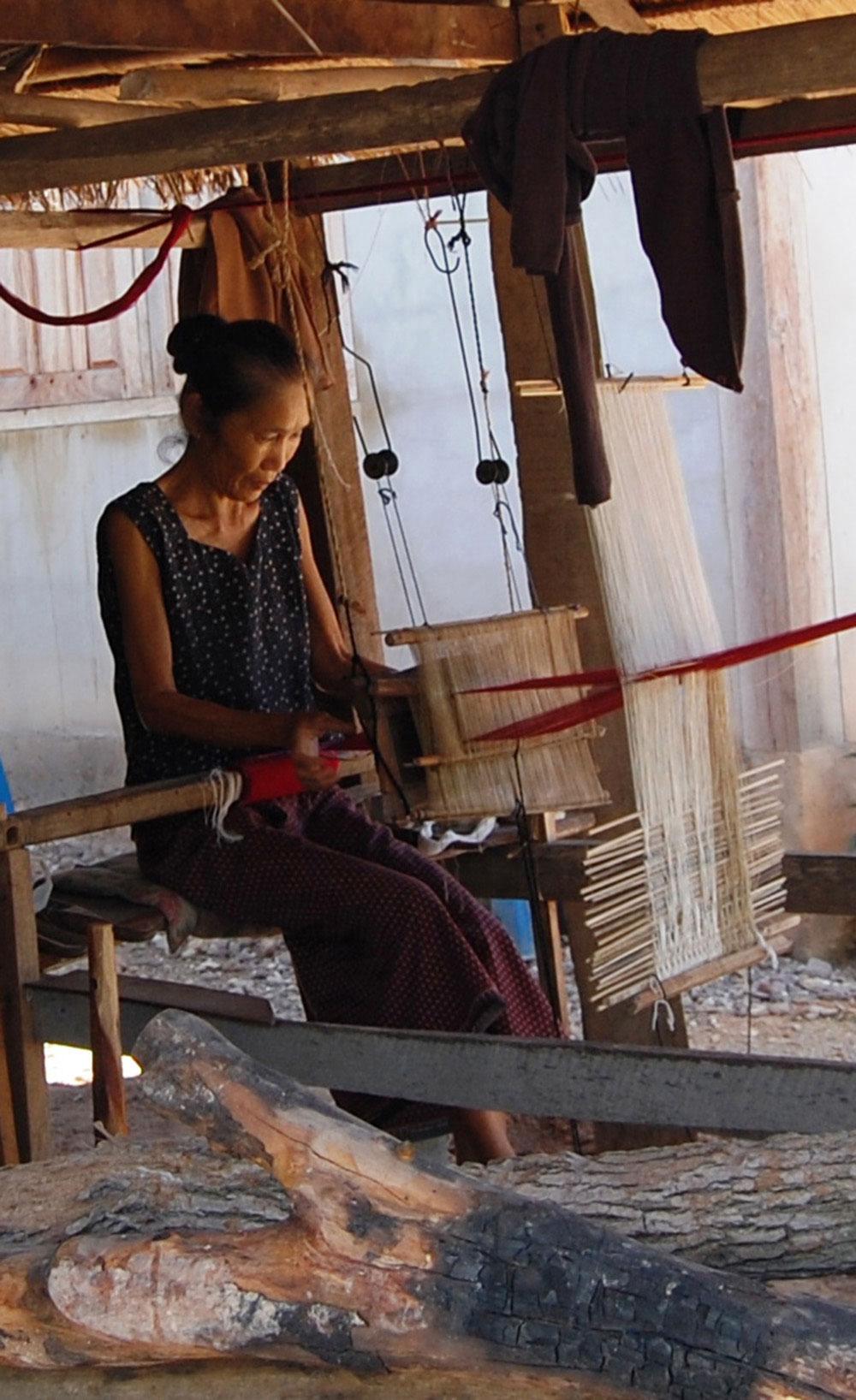 14_Hongsa_BanViengkeo_weaving-626x1024